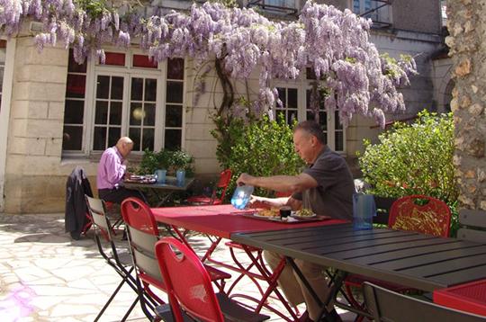 Terrasse de la résidence du Hameau Saint-Michel (37)